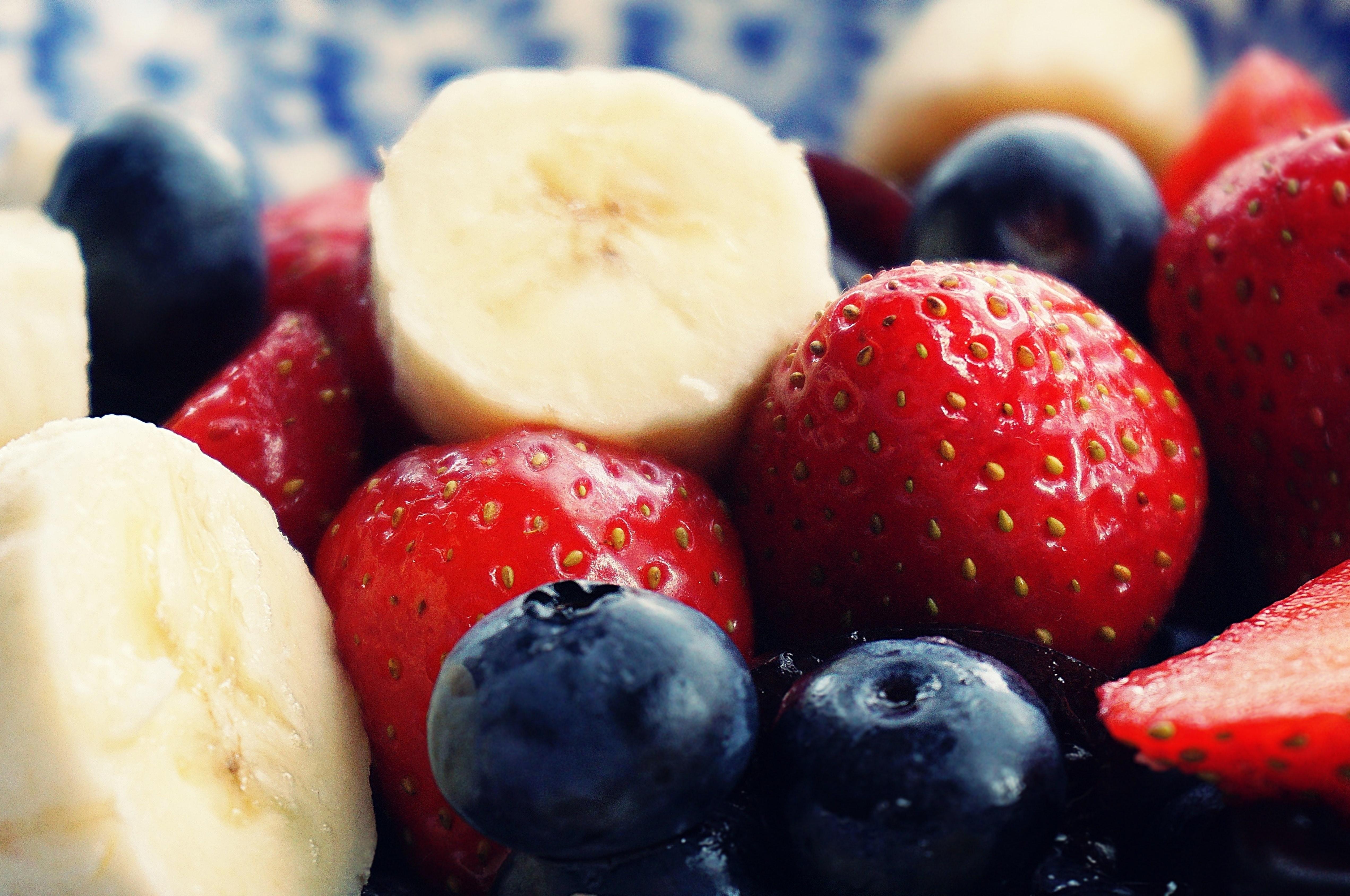 antioxidant-banana-berries-1120581