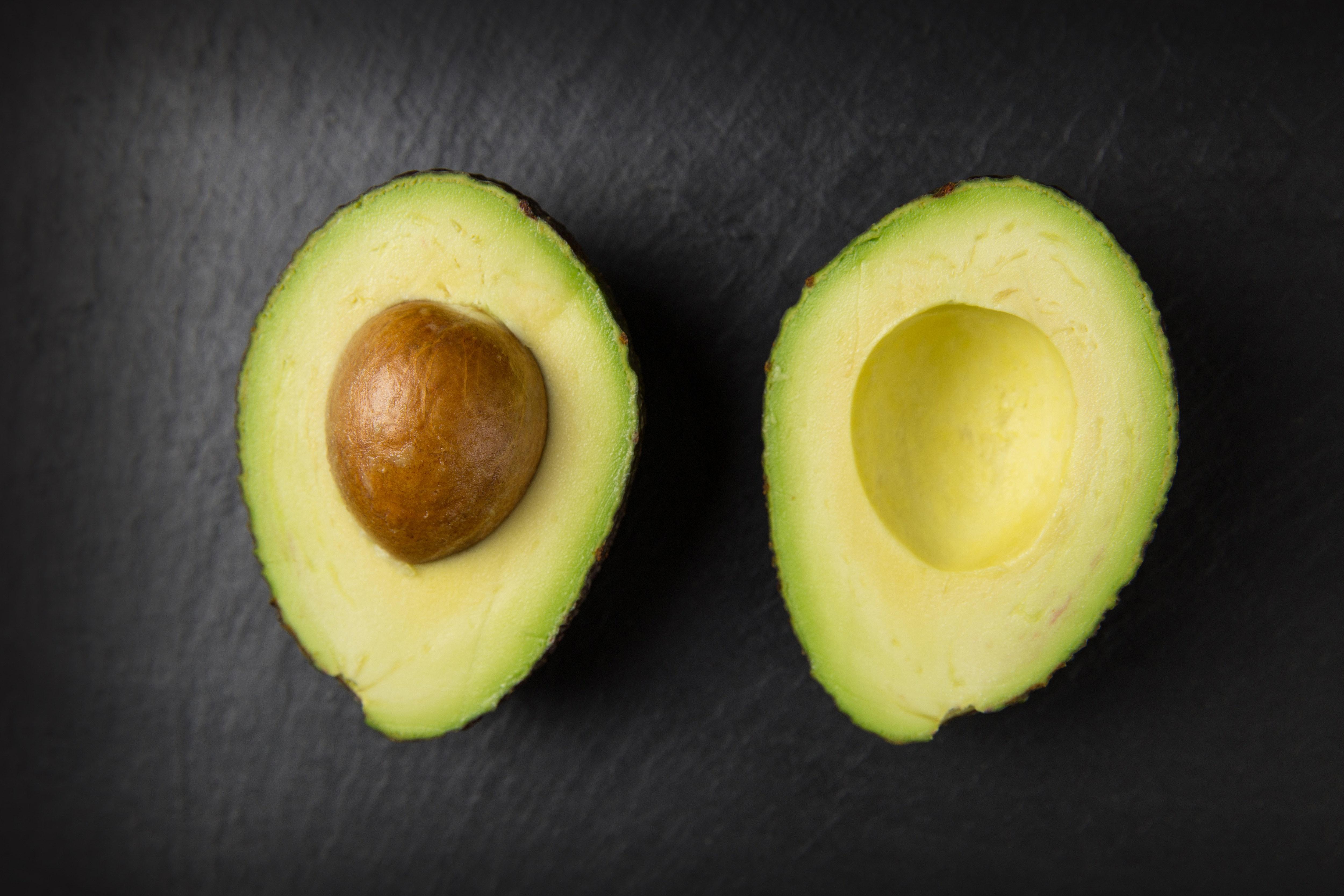 avocado-close-up-colors-557659